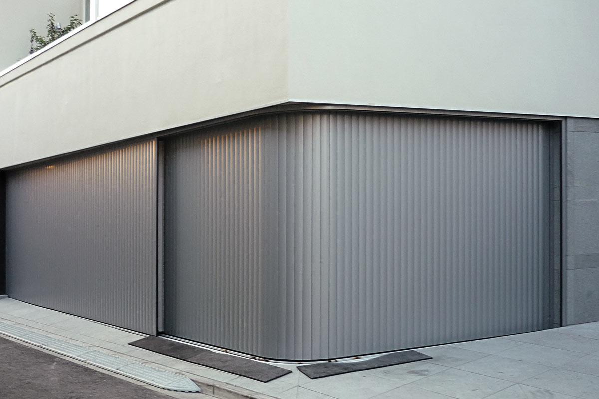 Aluminium Garage Door The Vertico Lateral running Door Alulux